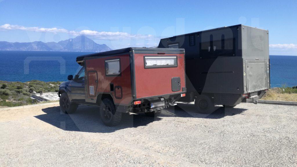 Koma.land Hundertsassa ... 1 Toyota für 2 Personen, 2 große Hunde ... zusammen mit KoMa Grey (Sprinter) in Griechenland